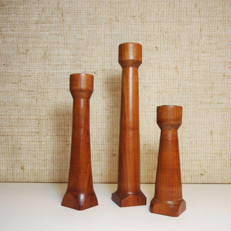 Vintage handmade Deense Set teak houten Kandelaren - Danish design Candle holders - 29 23 en 17,5cm hoog en in prima staat - setprijs € 85
